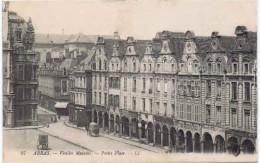 ARRAS  VIEILLES MAISONS PETITE PLACE - Arras