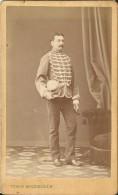 CDV - MILITAIRE TENANT KEPI - PHOTO TEWIS MICHELSEN -VESOUL- ANNOTATION AU DOS M. PANAUD - Photographs
