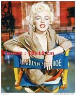 Reproduction Photographie De La Merveilleuse Marilyn Monroe Assise Sur Sa Chaise De Cinéma - Reproductions