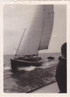 25819  Belgique -bateau Yatch -marin Femme Voilier -sans Doute Vers 1942 - Bateaux