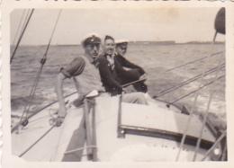 25820  Belgique -bateau Yatch -marin Femme Voilier -sans Doute Entre 1943 Et 1950 - - Bateaux