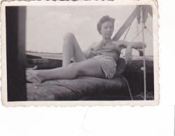 25823  Belgique -bateau Yatch -marin Femme Voilier -datée 1942 - Bateaux