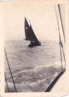 25827  Belgique -bateau Yatch -marin Femme Voilier Port -datée Vers 1943 42 -un Nom PIKI Au Dos - Bateaux