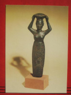 Berlin - Staatliche Museen - Vorderasiatisches Museum: Gründungsurkunde In Form Einer Korbträgerin (Bronze) - Mitte