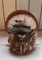 Ancien Encrier - Souvenir De Bord De Mer - Paquebot Peint à La Main - Coquillage - Inkwells