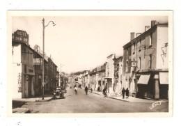 CPA 85 LA ROCHE  Sur YON Rue Du Maréchal Foch Animation Voitures Années 1950 Hotel Magasins Immeubles - La Roche Sur Yon