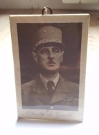 Petit Cadre Ancien Du Général Charles De Gaulle - Militaria