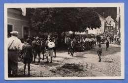 Aufmarsch Parade Einer Vereinsgruppe In Einem österreichischen Unbekannten Kleinen Ort, Orig.Fotokarte 1931? - Ereignisse