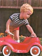 Enfant Avec Sa Voiture à Pedalles - Escenas & Paisajes