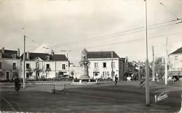 -ref M581- Indre Et Loire - Saint Symphorien - St Symphorien - Carrefour - Monument Aux Morts - Ecole Communale - - Autres Communes