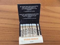 """Pochette D´allumettes Belgique """"STUDIO PATRICK - Bruxelles"""" (dessins Sur Allumettes) - Matchboxes"""
