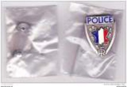 Police Nationale --- Ancien Insigne De Casquette Métal --- Obsolète --- NEUF - Police