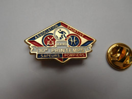 Superbe Pin´s , Pompiers SP , Association Sportive , 10e Printemps , 1983 - 1993 , Football - Brandweerman