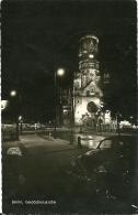 BERLIN  Gedächtniskirche  Auto VW  Nacht - Allemagne