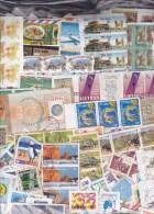 TIMBRES  1 KG  Tous Pays MONDE Sur Fragments Petits Et Grands Formats - Timbres