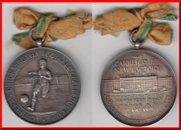 *** GREAT BRITAIN - MEDAL CARRERAS LTD NEW FACTORY - CARRERAS CHICK VIRGINIA FOOTBALL CHALLENGE CUP (1928) - SILVER **** - Professionnels/De Société