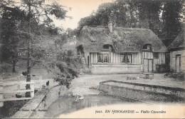 EN NORMANDIE  -  Vieille Chaumière - ENCH - - Haute-Normandie