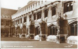 The Cloisters Magdalen College, Oxford - Published By Walter Scott - Carte Non Circulée - Oxford