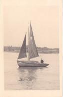 25844 Carte Photo Belgique Anvers ?  -bateau Yatch -marin Femme Voilier Port - Daté 1943 -N° D55 PIKI -Omniphoto