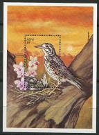 Nevis ** Bloc N° 172 -  Oiseaux  : La Grive - - Amérique Centrale
