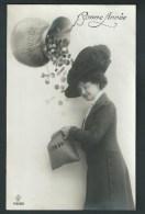 Bonne Année. Jolie Demoiselle à Chapeau, Recoltant Des Pièces D'or. Monnaies, Argent. Photo Montage.  RPH 179. 2 Scans. - Monnaies (représentations)