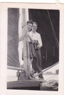 25860 Photo Belgique Anvers ? -bateau Yatch -marin Femme Couple Voilier Port - Daté 1943 - Bateaux