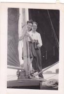 25860 Photo Belgique Anvers ? -bateau Yatch -marin Femme Couple Voilier Port - Daté 1943