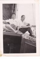 25861 Photo Belgique Anvers ? -bateau Yatch -marin Femme Couple Voilier Port - Daté 1943
