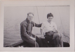 25862 Photo Belgique Anvers ? -bateau Yatch -marin Femme Couple Voilier Port - Daté 1943 - Bateaux
