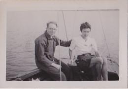25862 Photo Belgique Anvers ? -bateau Yatch -marin Femme Couple Voilier Port - Daté 1943