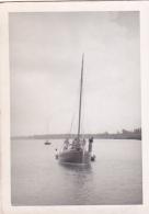 25863 Photo Belgique Anvers ? -bateau Yatch -marin Femme Couple Voilier Port - Daté 1943 SCHELDE - Bateaux