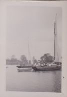 25864 Photo Belgique Anvers ? -bateau Yatch -marin Femme Couple Voilier Port - Daté 1943 SCHELDE - Bateaux