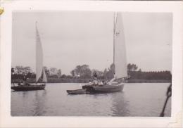 25866 Photo Belgique Anvers ? -bateau Yatch -marin Femme Couple Voilier Port - Daté 1943 SCHELDE