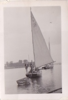 25867 Photo Belgique Anvers ? -bateau Yatch -marin Femme Couple Voilier Port - Daté 1943 SCHELDE