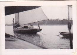 25868 Photo Belgique Anvers ? -bateau Yatch -marin Femme Couple Voilier Port - Daté 1943 SCHELDE - Bateaux