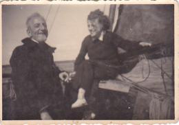 25871 Photo Belgique Anvers ? -bateau Yatch -marin Femme Couple Voilier Port - Daté 1943