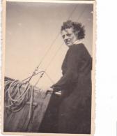 25873 Photo Belgique Anvers ? -bateau Yatch -marin Femme Couple Voilier Port - Daté 1943 -au Dos J V Ou JN