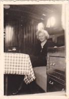 25879 Photo Belgique Anvers ? -bateau Yatch -marin Femme Couple Voilier Port - Daté 1943 -