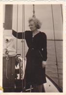25880 Photo Belgique Anvers ? -bateau Yatch -marin Femme Couple Voilier Port - Daté 1943 -