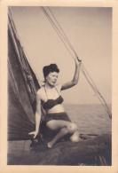 25883 Photo Belgique Anvers ? -bateau Yatch -marin Femme Couple Voilier Port - Daté 1943 - - Bateaux