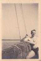 25884 Photo Belgique Anvers ? -bateau Yatch -marin Femme Couple Voilier Port - Daté 1943 -