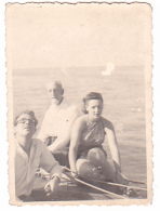 25886 Photo Belgique Anvers ? -bateau Yatch -marin Femme Couple Voilier Port - Daté 1943 - - Bateaux