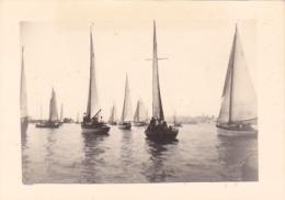 25888 Photo Belgique Anvers ? -bateau Yatch -marin Femme Couple Voilier Port - Daté 1943 - Regate - Bateaux