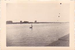 25890 Photo Belgique Anvers ? -bateau Yatch -marin Femme Couple Voilier Port - Daté 1943 -