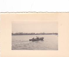 25891 Photo Belgique Anvers ? -bateau Yatch -marin Femme Couple Voilier Port - Daté 1943 - Canot