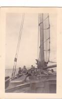 25897 Photo Belgique Anvers Antwerpen ? -bateau Yatch Regate Marin Femme Couple Voilier Port Greement - Année 40-50