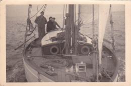 25900 Photo Belgique Anvers Antwerpen ? -bateau Yatch Regate Marin Femme Couple Voilier Port Greement - Année 40-50