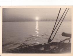 25901 Photo Belgique Anvers Antwerpen ? -bateau Yatch Regate Marin Femme Couple Voilier Port Greement - Année 40-50