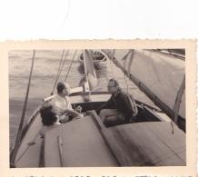 25904 Photo Belgique Anvers Antwerpen ? -bateau Yatch Regate Marin Femme Couple Voilier Port  - Année 40-50