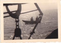 25906 Photo Belgique Anvers Antwerpen ? -bateau Yatch Regate Marin Femme Couple Voilier Port  - Année 40-50
